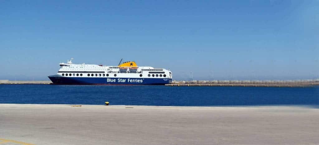 Ferry arrivant au port